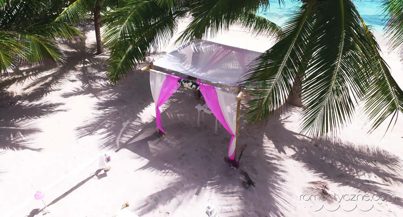 Kameralny ślub na rajskiej plaży