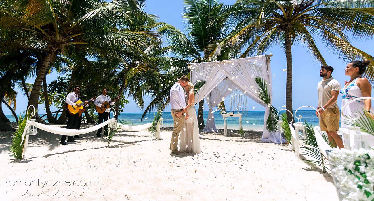 Cudowny ślub na plaży