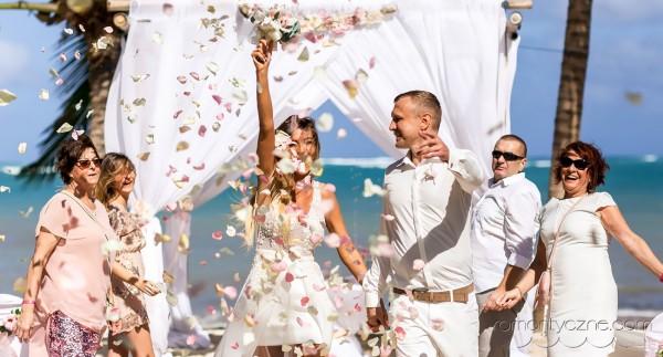 Śluby za granicą na rajskiej plaży, tropikalne śluby
