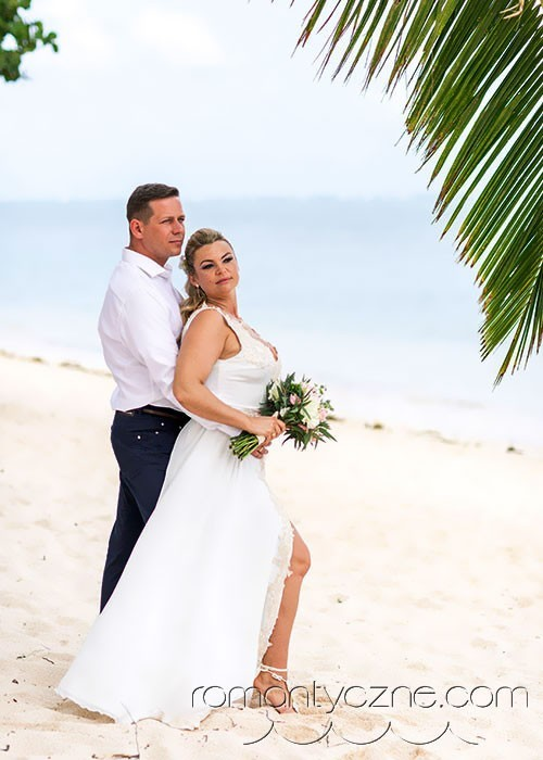 Śluby oficjalne na prywatnej plaży, zagraniczne podróże poślubne