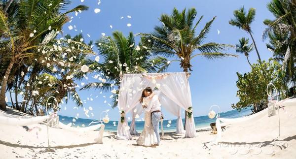 Ceremonia ślubna, wśród palm