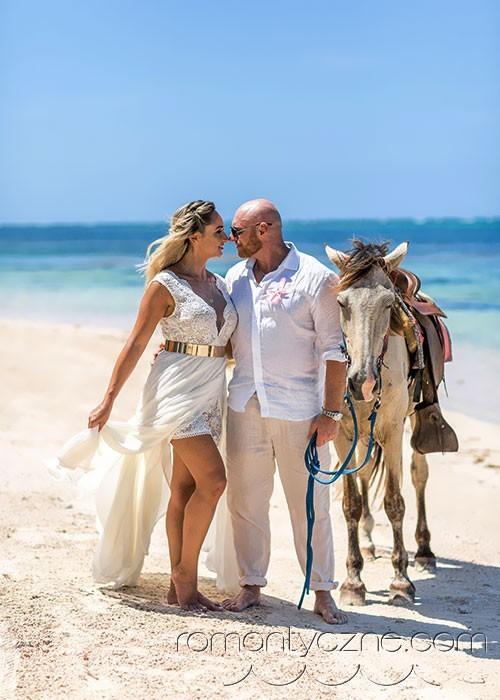 Wspólny spacer po rajskiej plaży