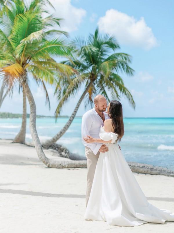 Zaręczyny na dominikańskiej plaży, podróże poślubne na Karaibach