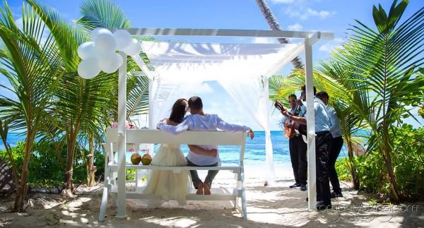 Śluby symboliczne na tropikalnej plaży, tropikalne śluby