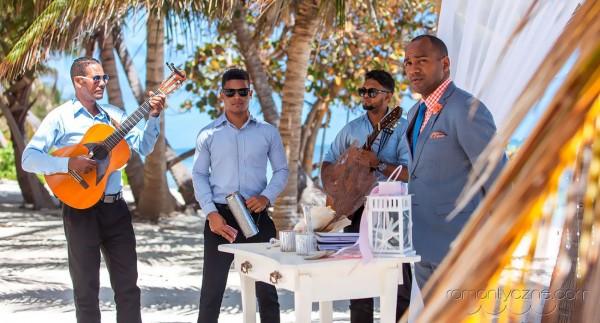 Śluby symboliczne na rajskiej plaży, podróże poślubne na Karaibach