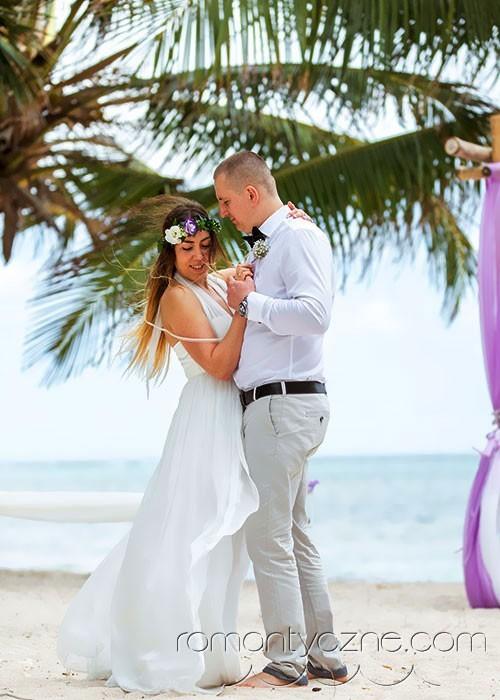Śluby oficjalne na dominikańskiej plaży, podróże poślubne na Karaibach