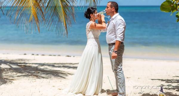 Zaręczyny na tropikalnej plaży, tropikalne śluby