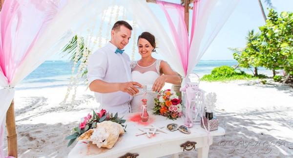 Śluby oficjalne na tropikalnej plaży, romantyczne ceremonie