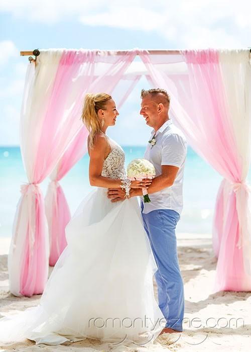 Nieszablonowy ślub na prywatnej plaży, podróże poślubne na Karaibach