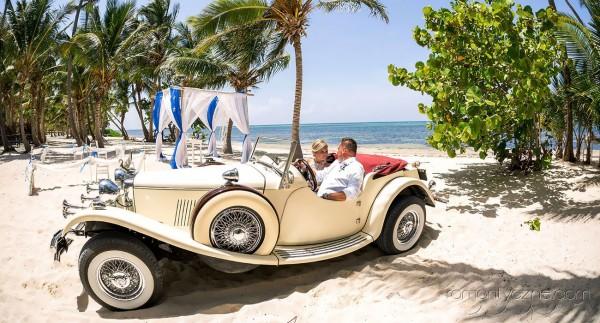Ślub w tropikach, ceremonia na plaży, romantyczne chwile