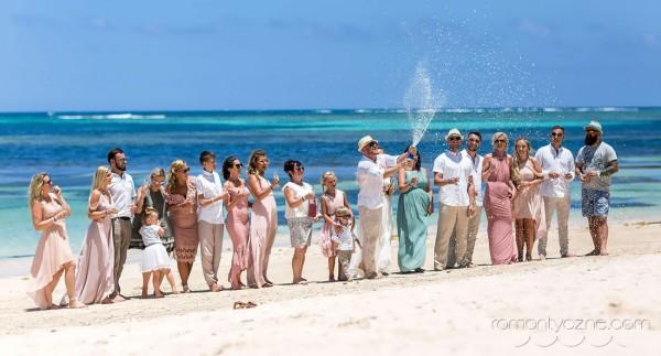 Śluby na rajskiej plaży razem z rodziną i przyjaciółmi