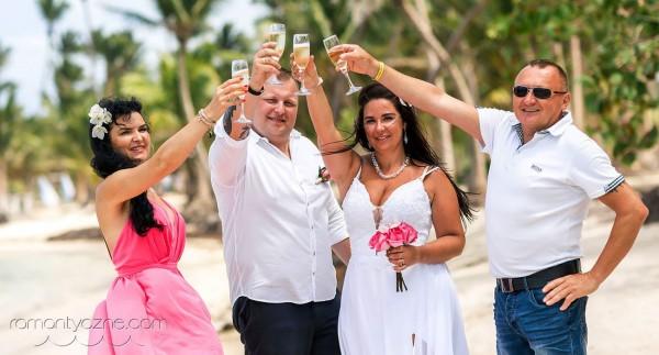 Rodzinnie na karaibskiej plaży, toast