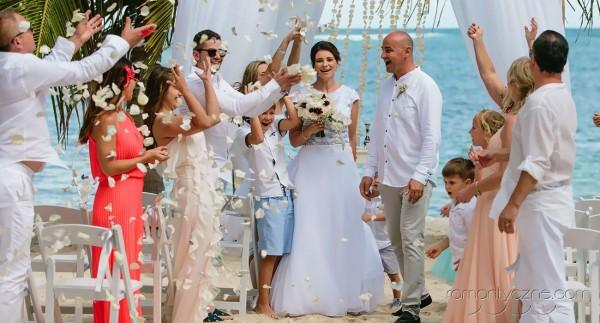 Śluby za granicą na tropikalnej plaży, zagraniczne podróże poślubne