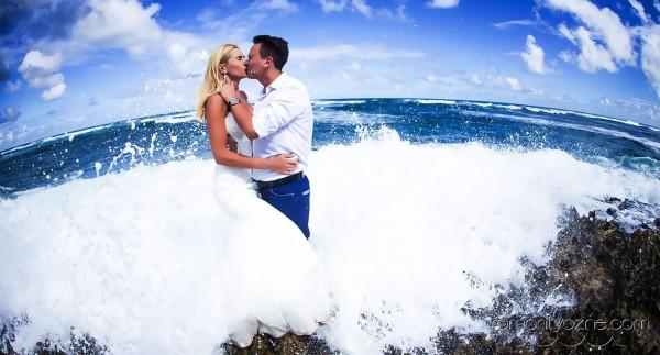 Śluby symboliczne na tropikalnej plaży, zagraniczne podróże poślubne