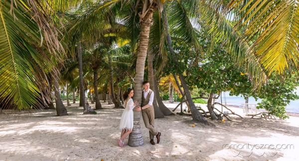 Ślub na plaży wśród palm