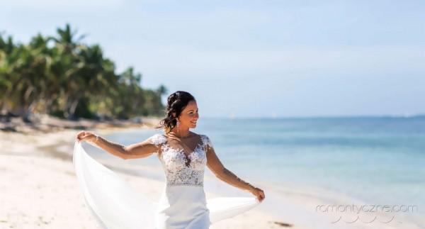 Śluby za granicą na tropikalnej plaży
