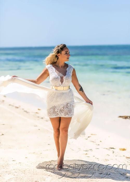 Ślub na plaży, spacer po piasku