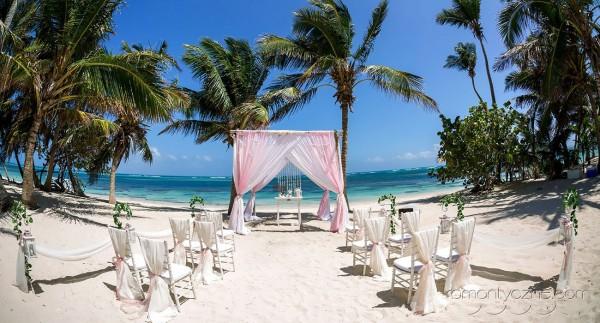 Dekoracje na plaży, nieszablonowy ślub na tropikalnej plaży