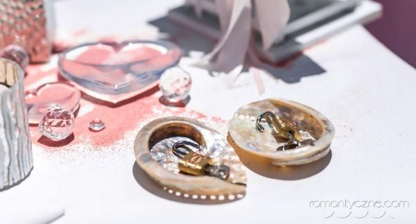 Ceremonia ślubu, kłódki i muszelki