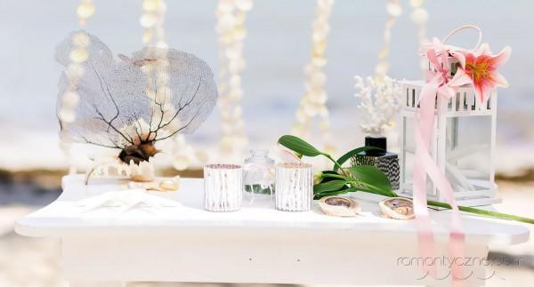 Przygotowania do ślubu na plaży