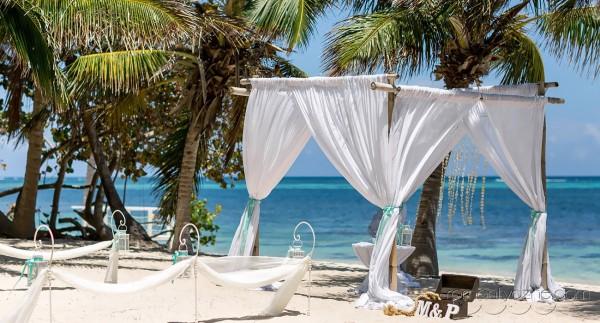 Ślub na prywatnej plaży wśród palm