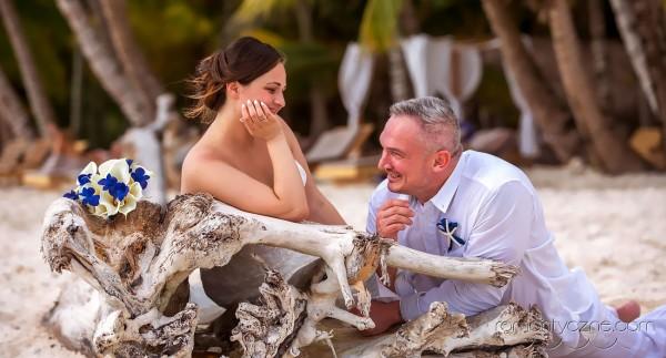 Śluby oficjalne na tropikalnej plaży, podróże poślubne na Karaibach