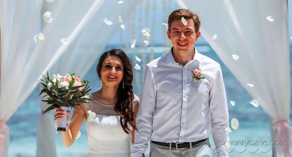 Nieszablonowy ślub na prywatnej plaży, tropikalne śluby
