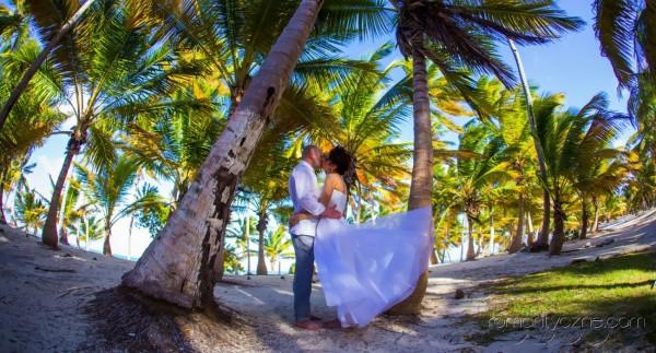 Ceremonie ślubne na tropikalnej plaży, organizacja ślubu