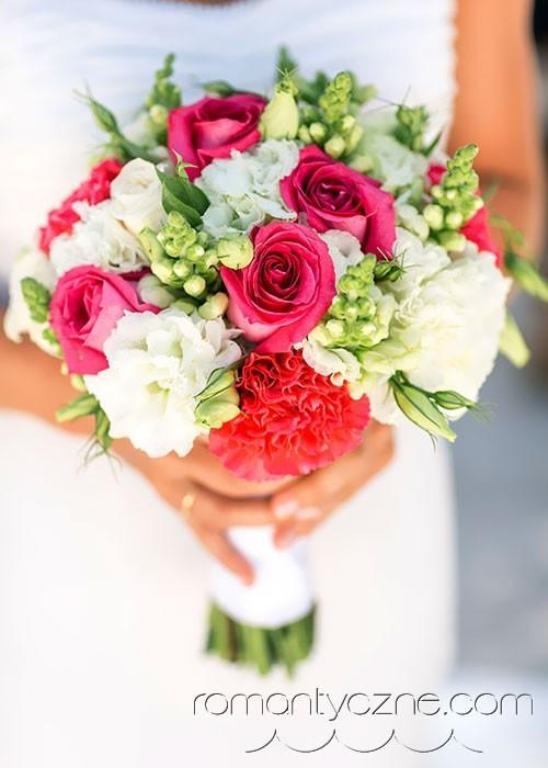 Kwiaty na ślubie na plaży