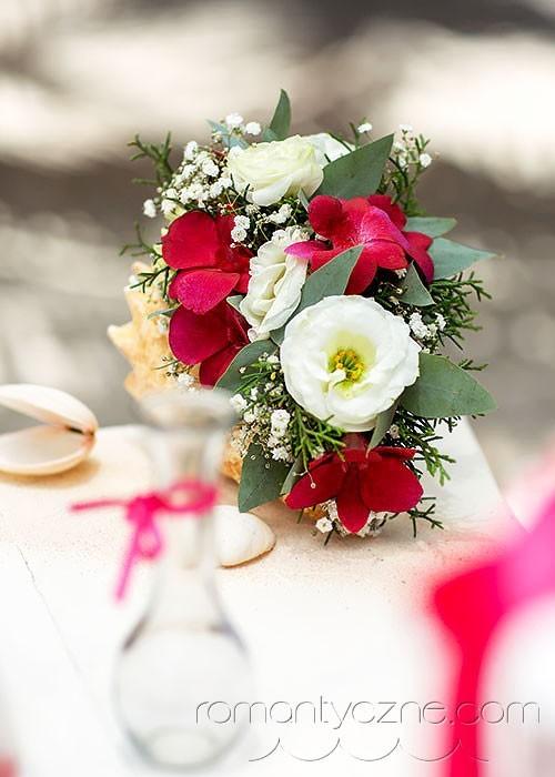 Ceremonie ślubne na tropikalnej plaży, zagraniczne podróże poślubne