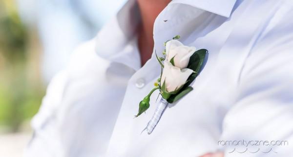 Ślub na rajskiej plaży, kwiaty, dodatki