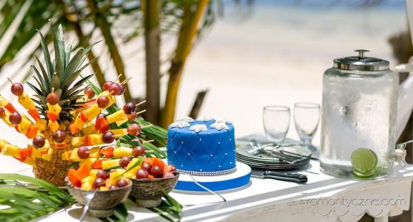 Przygotowania do ślubu na rajskiej plaży