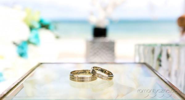 Ślub na prywatnej plaży, obrączki