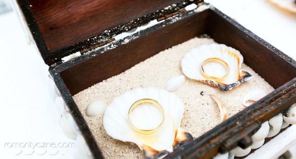 Śluby na tropikalnej plaży, obrączki