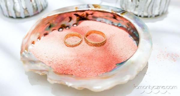 Obrączki ślubne na prywatnej plaży