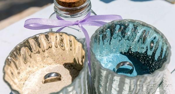 Obrączki ślubne, ceremonia ślubu na plaży